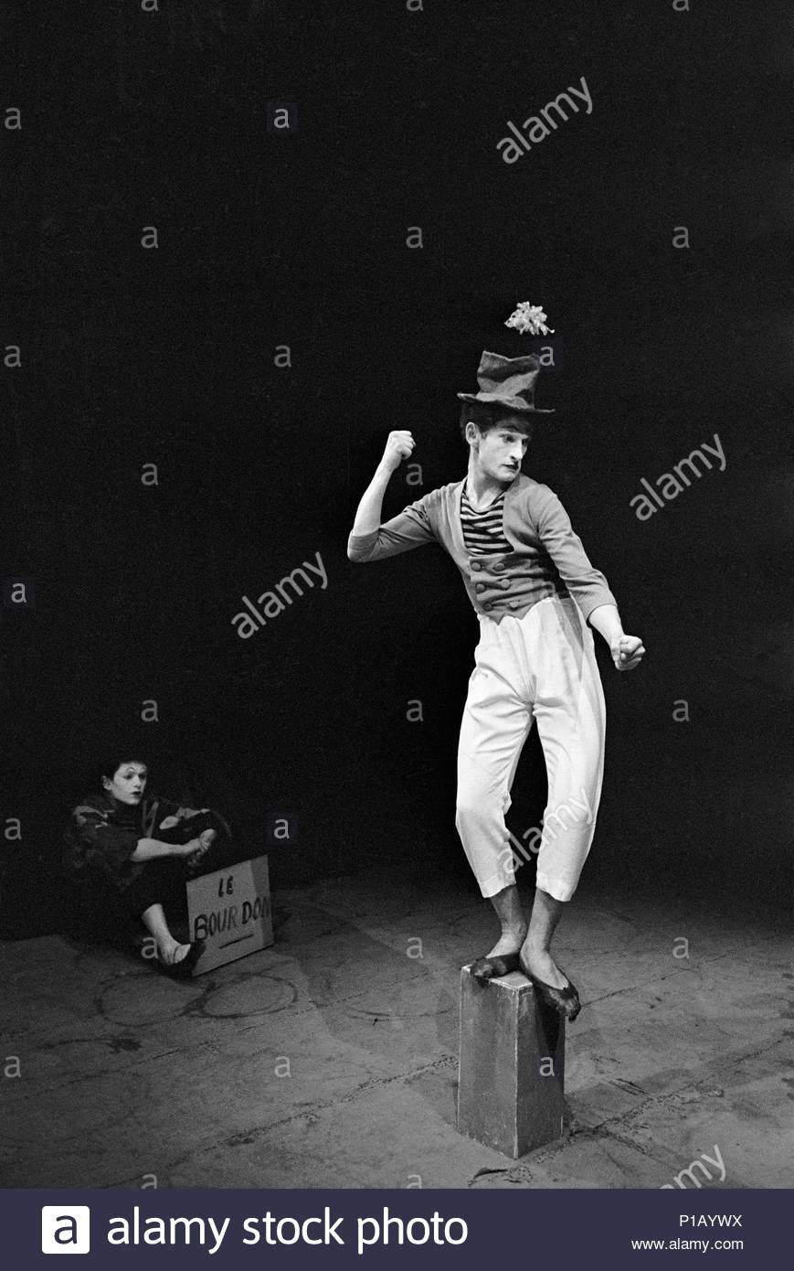 """Marcel Marceau, the French mime who created the figure of """" Bip"""", a tragic white clown. Paris,1951. Location: Townscape, Paris, France. - Stock Image"""