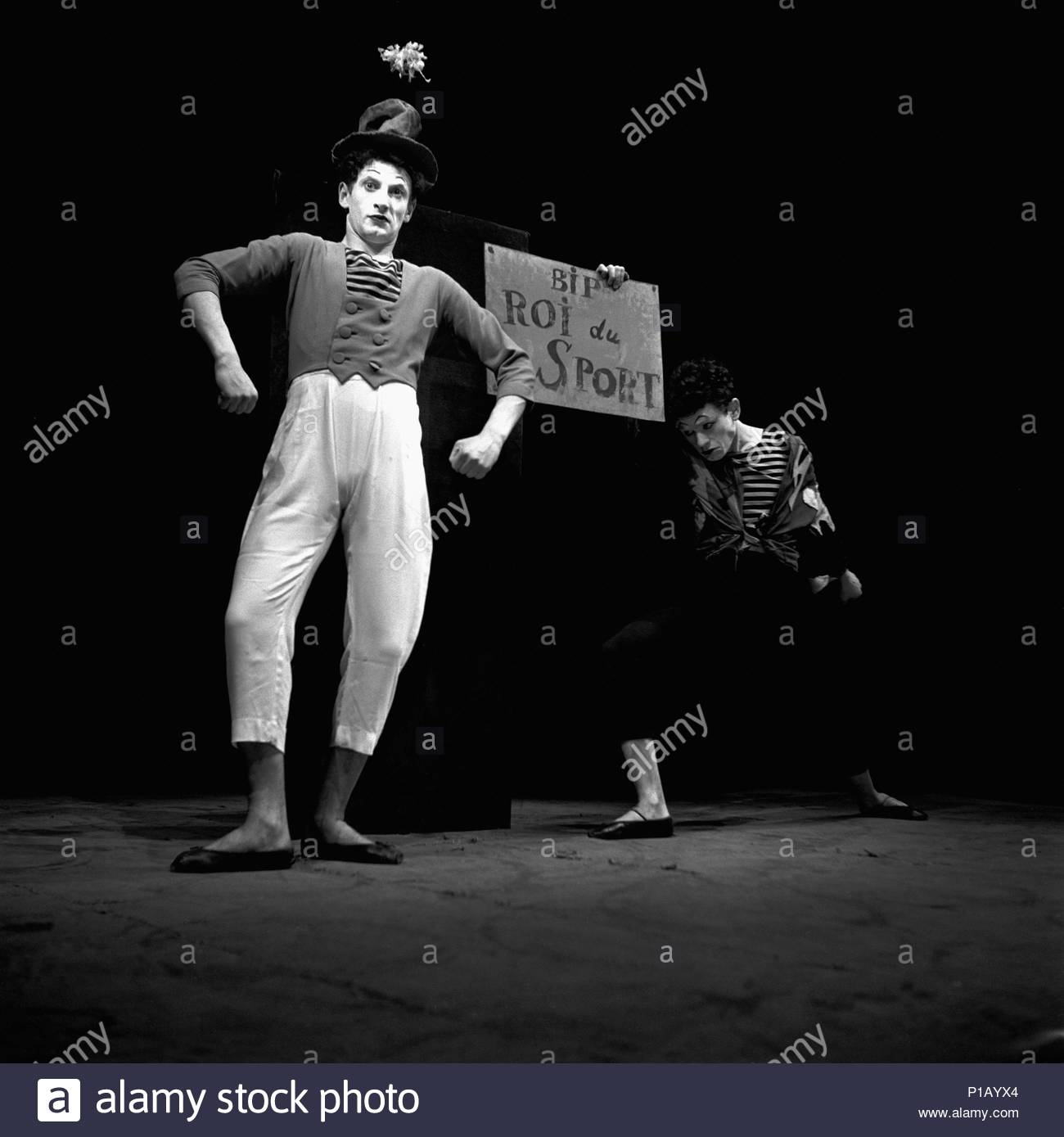 Marcel Marceau,the French mime who created the figure of 'Bip',a tragic white clown. Paris,1951. Location: Townscape, Paris, France. - Stock Image