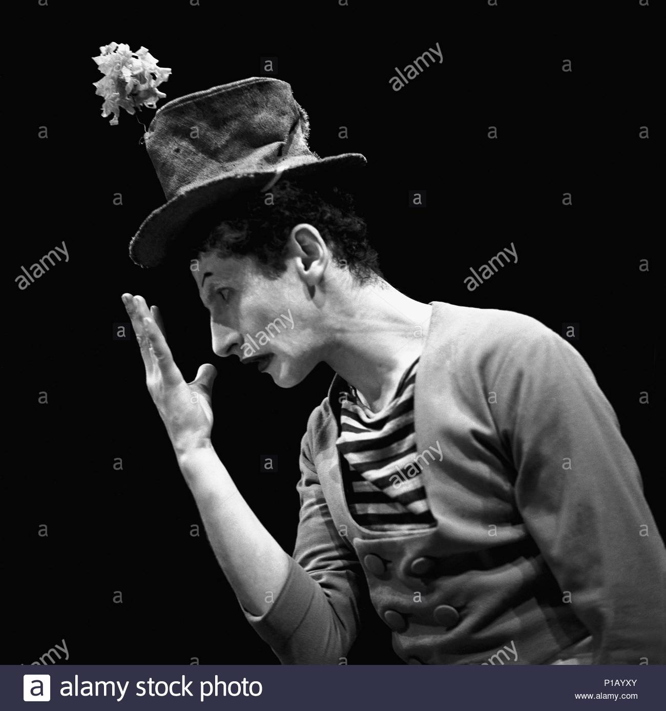"""Marcel Marceau, the French mime who created the figure of """" Bip"""", a tragic white clown. Paris,1951. Author: Erich Lessing (b. 1923). - Stock Image"""