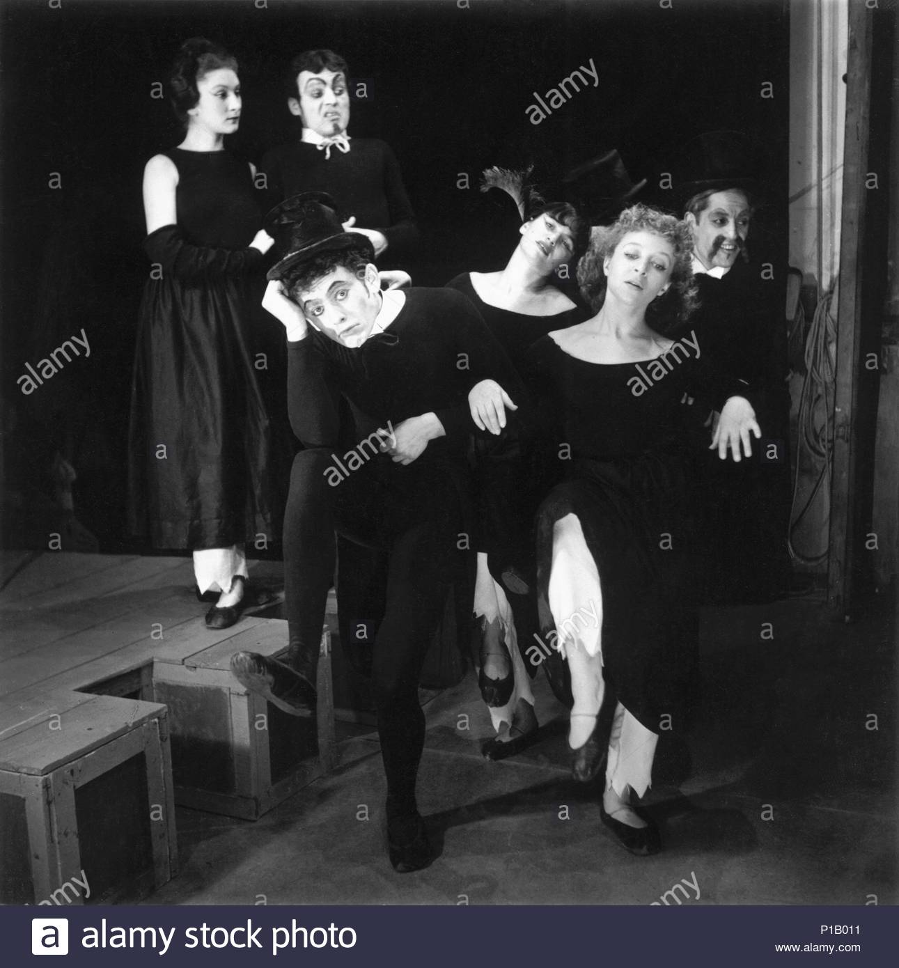 Marcel Marceau,the French mime who created the figure of 'Bip'. Marceau (center)and his group of actors,Paris,1951. Location: Townscape, Paris, France. - Stock Image