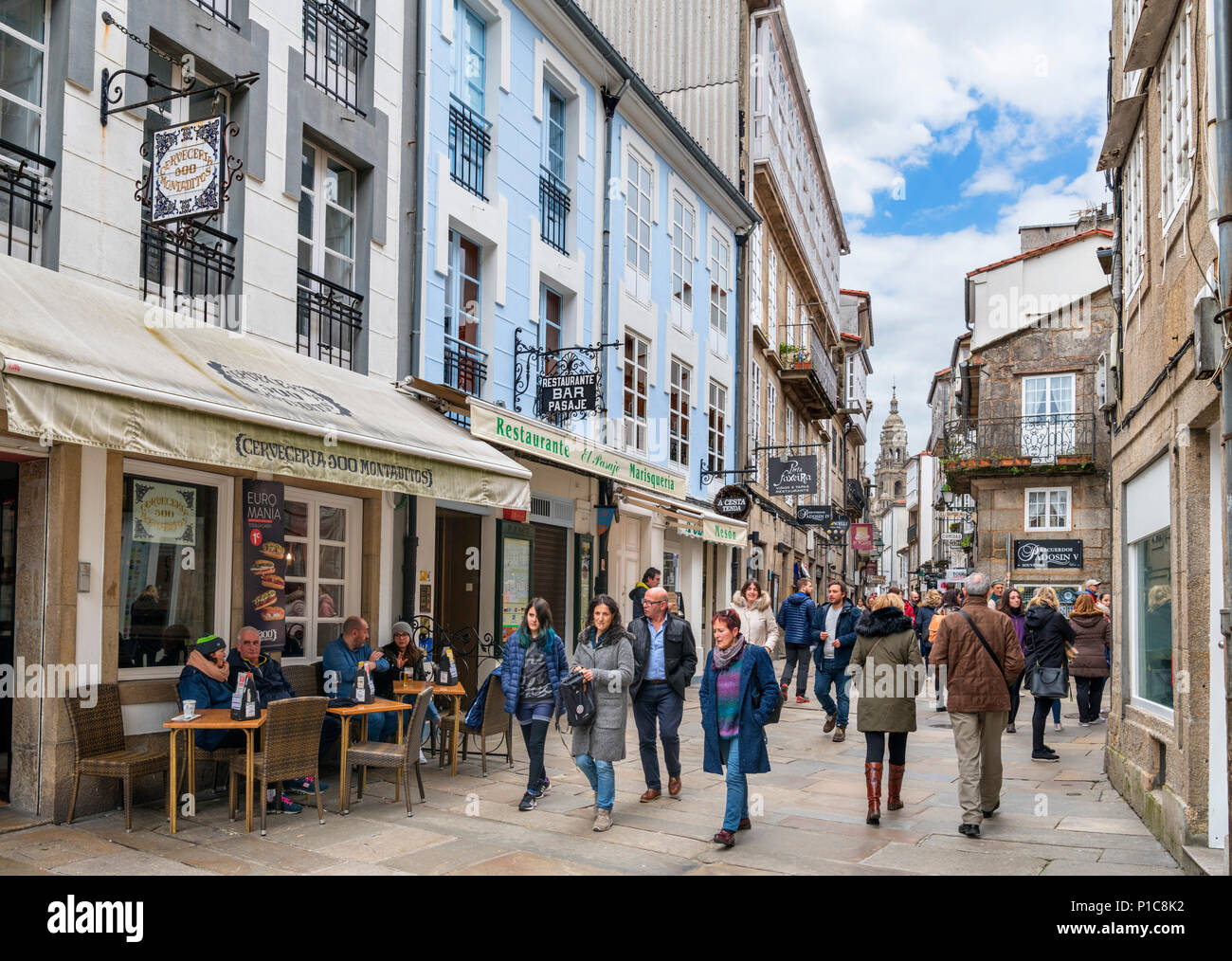 Cafes, bars and shops on RUa do Franco in the old town, Santiago de Compostela, Galicia, Spain - Stock Image