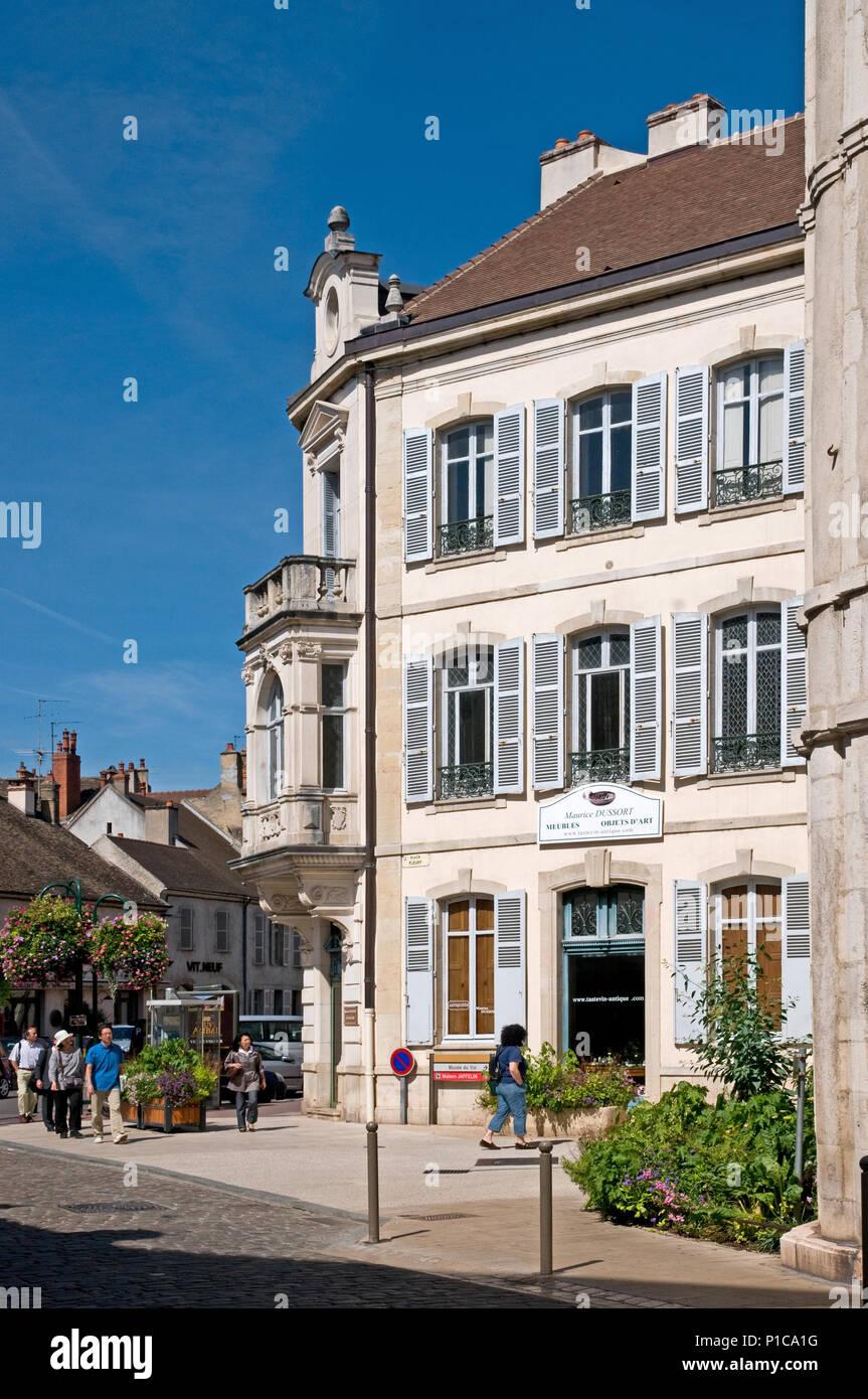 Maurnice Dussort's antiques shop 2 Place Fleury Beaune Burgundy France - Stock Image