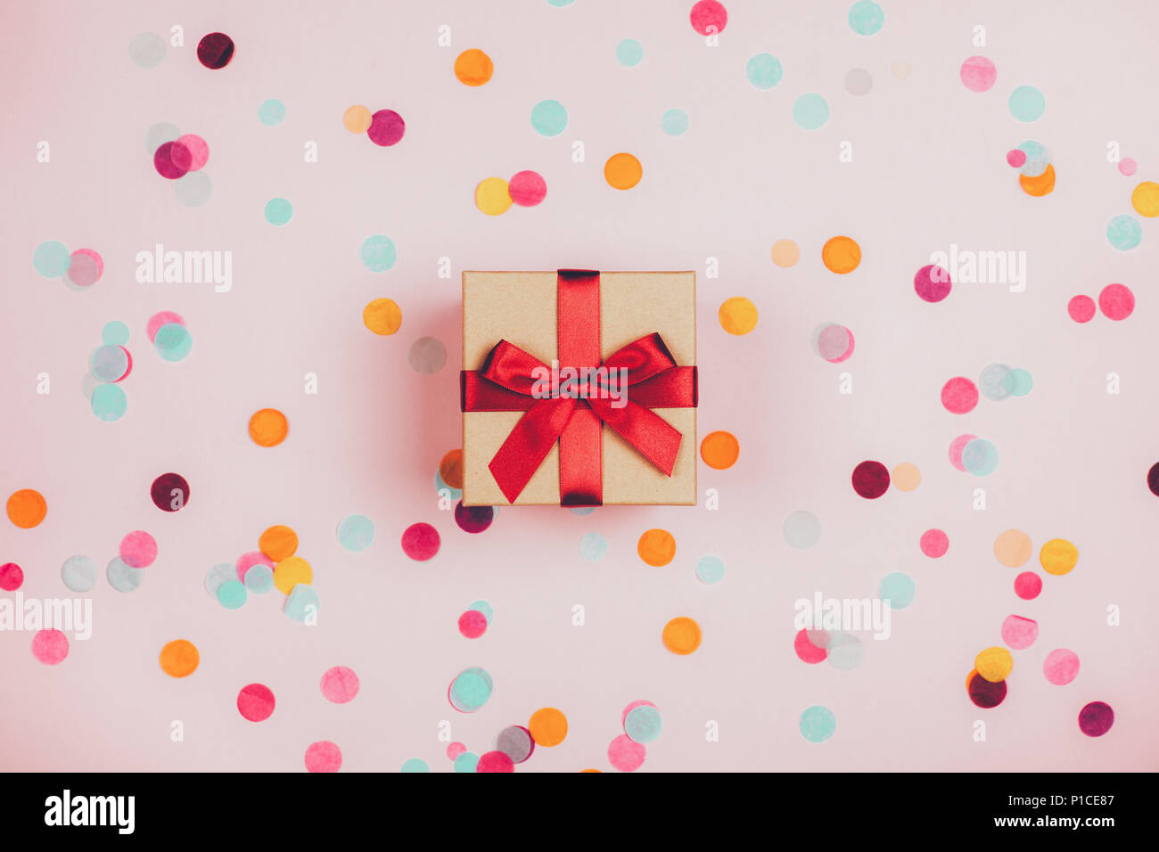 Present box with red bow - Stock Image