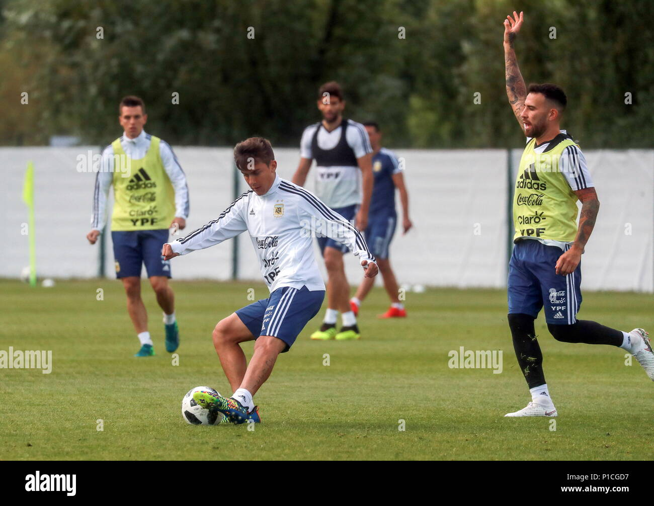 d4369d637e8 ... 2018  Argentinian football player Paulo Dybala (C front) and teammates  during a training session of the Argentinian national football team at ...