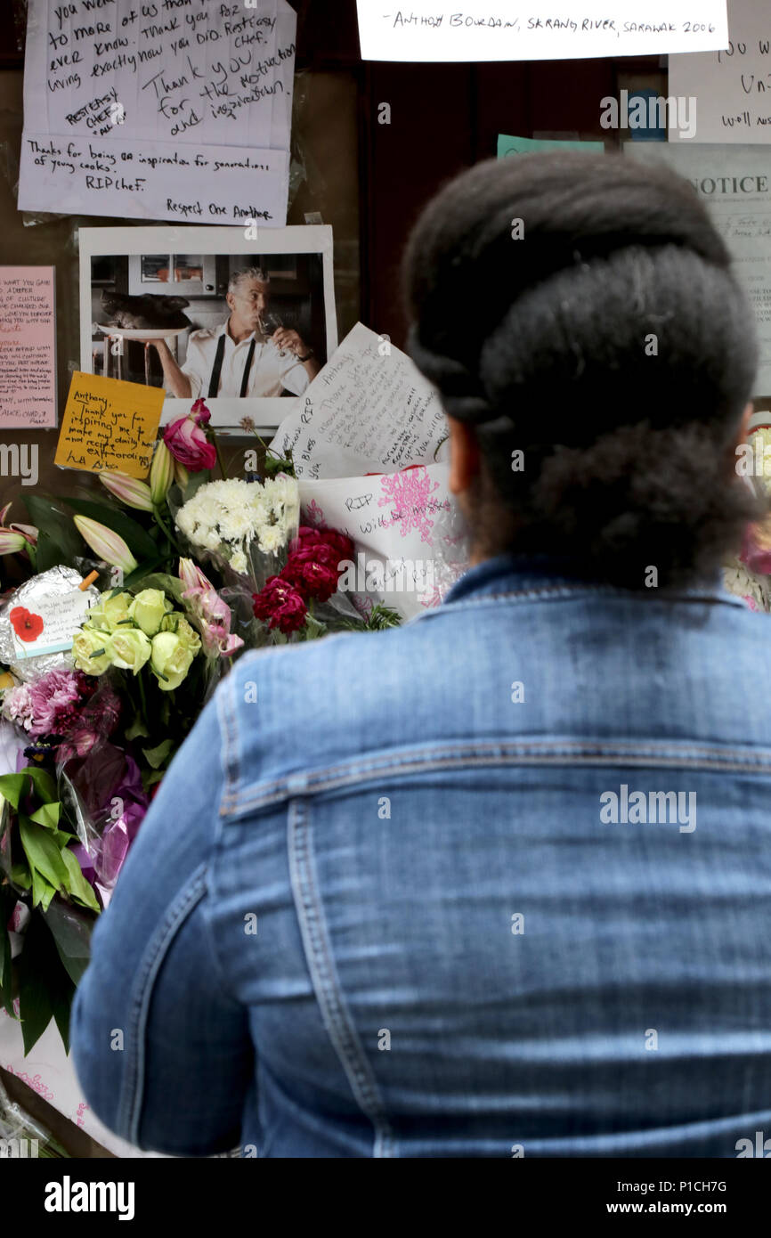 New York, USA. 11th. June, 2018. Since Friday, mourners have ...