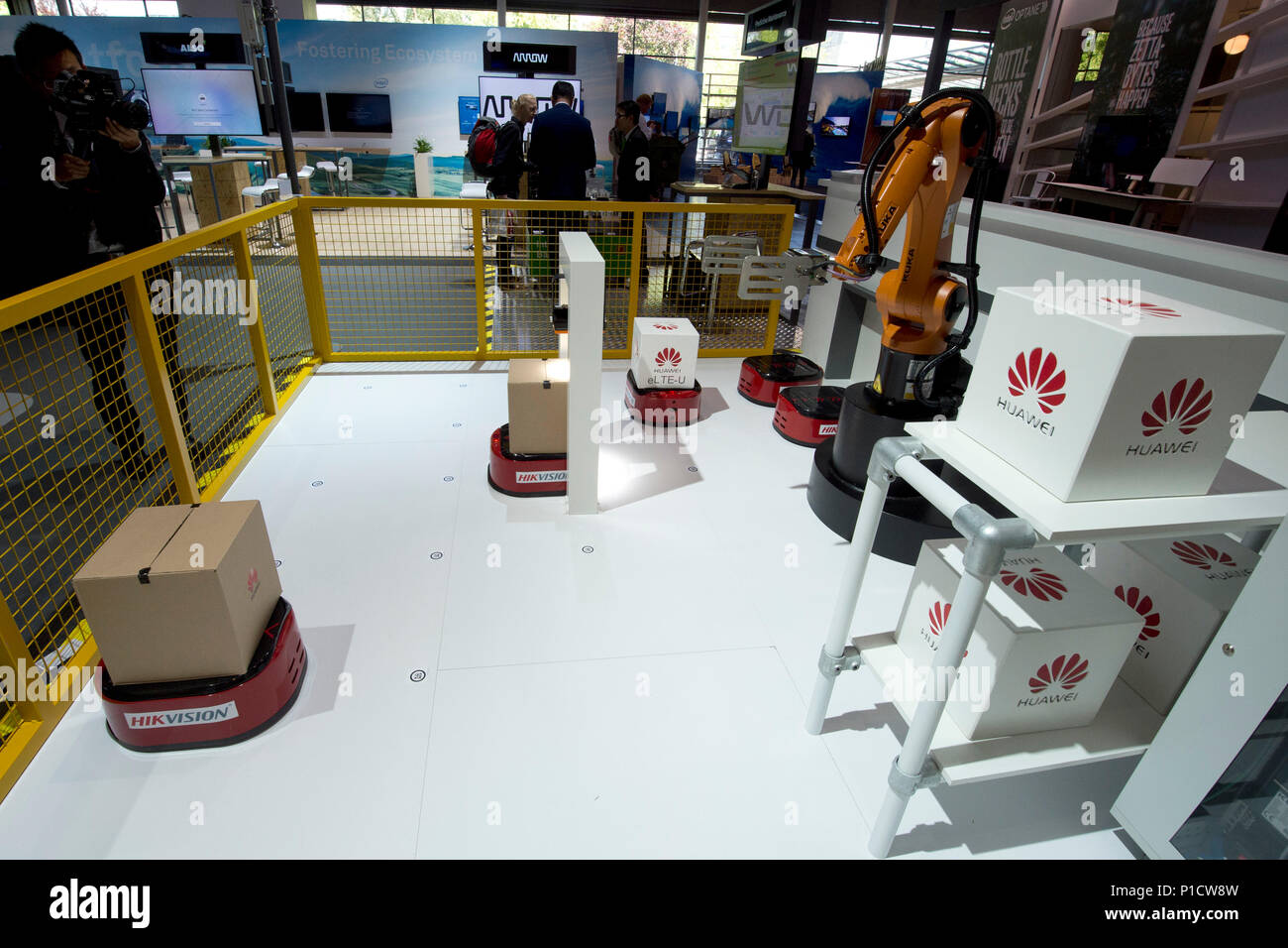 A robot arm at the Huawei booth will be loading a parcel, parcel center, logistics, goods handling, CeBIT International Fair in Hanover, on 11.06.2018. | usage worldwide Stock Photo