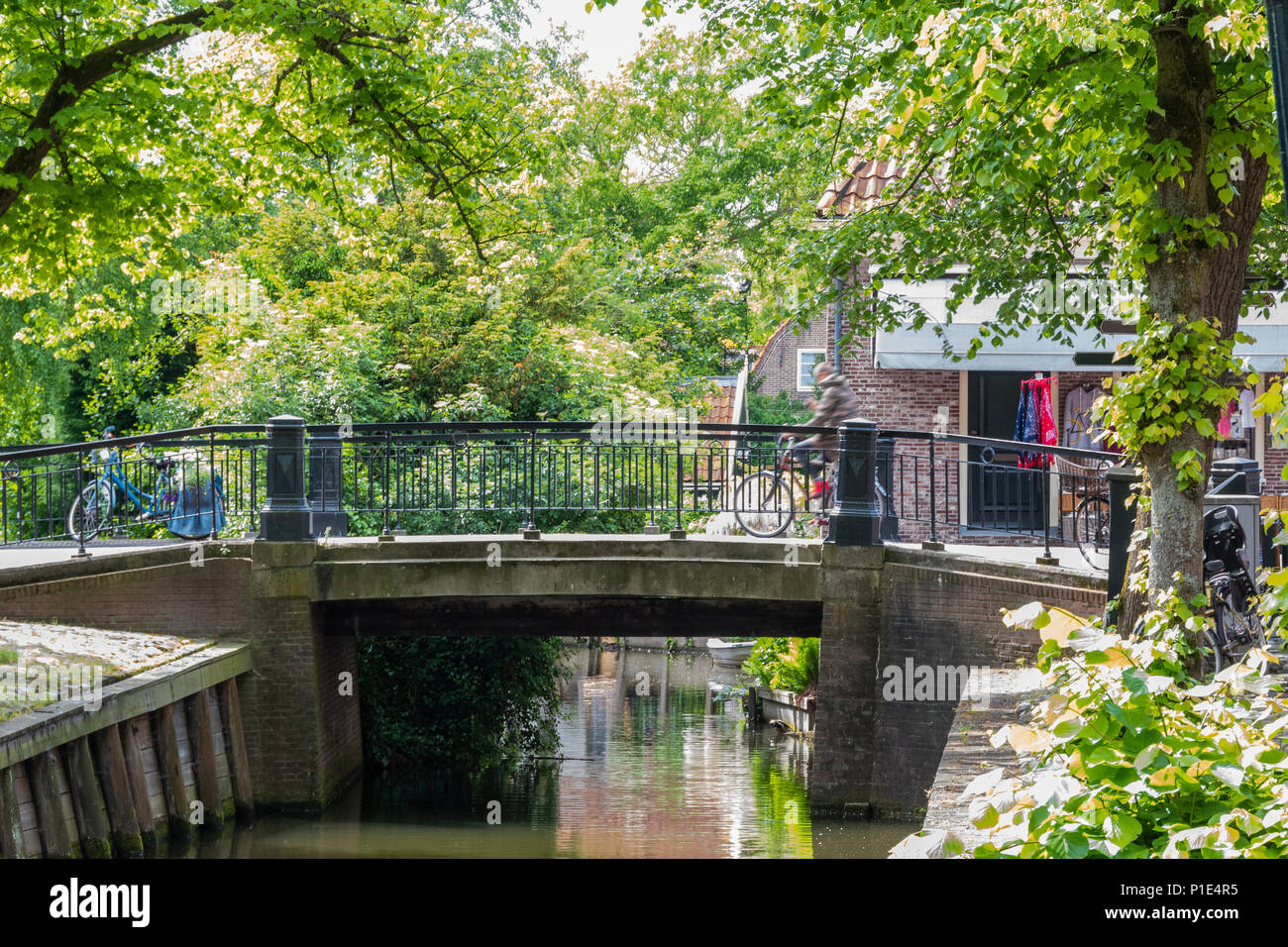 Old elegant and wooded bridge in the village of Edam. netherlands - Stock Image