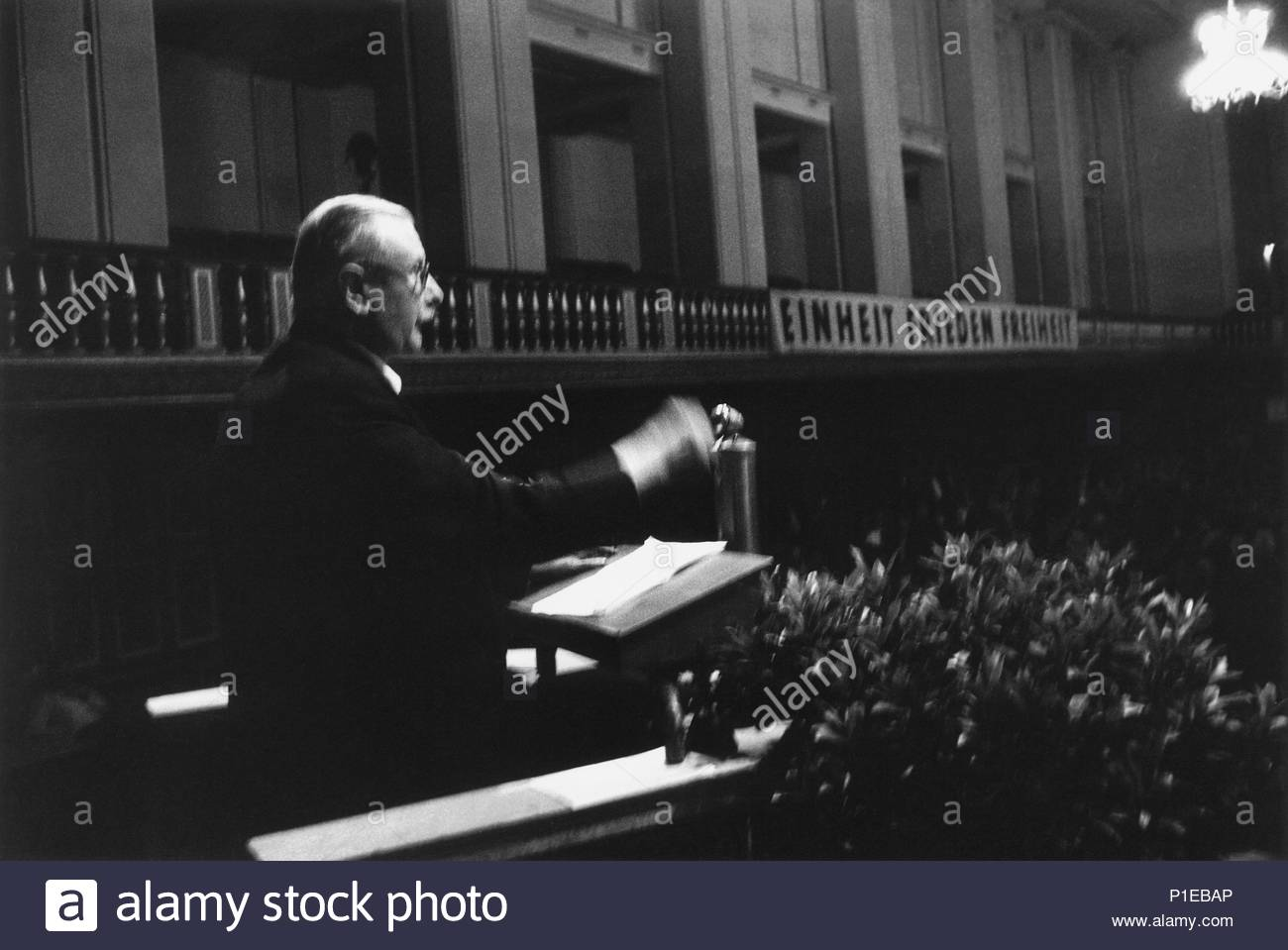 West-German elections 1953.   Chancellor Konrad Adenauer's Christian Democratic Union (CDU) won a majority.   Josef Wirth, Chancellor of the German Reich in the late Twenties, speaking at a rally of his short-lived Bund der Deutschen. Location: Staatliche Kunstsammlungen, Gruenes Gewoelbe, Dresden, Germany. - Stock Image