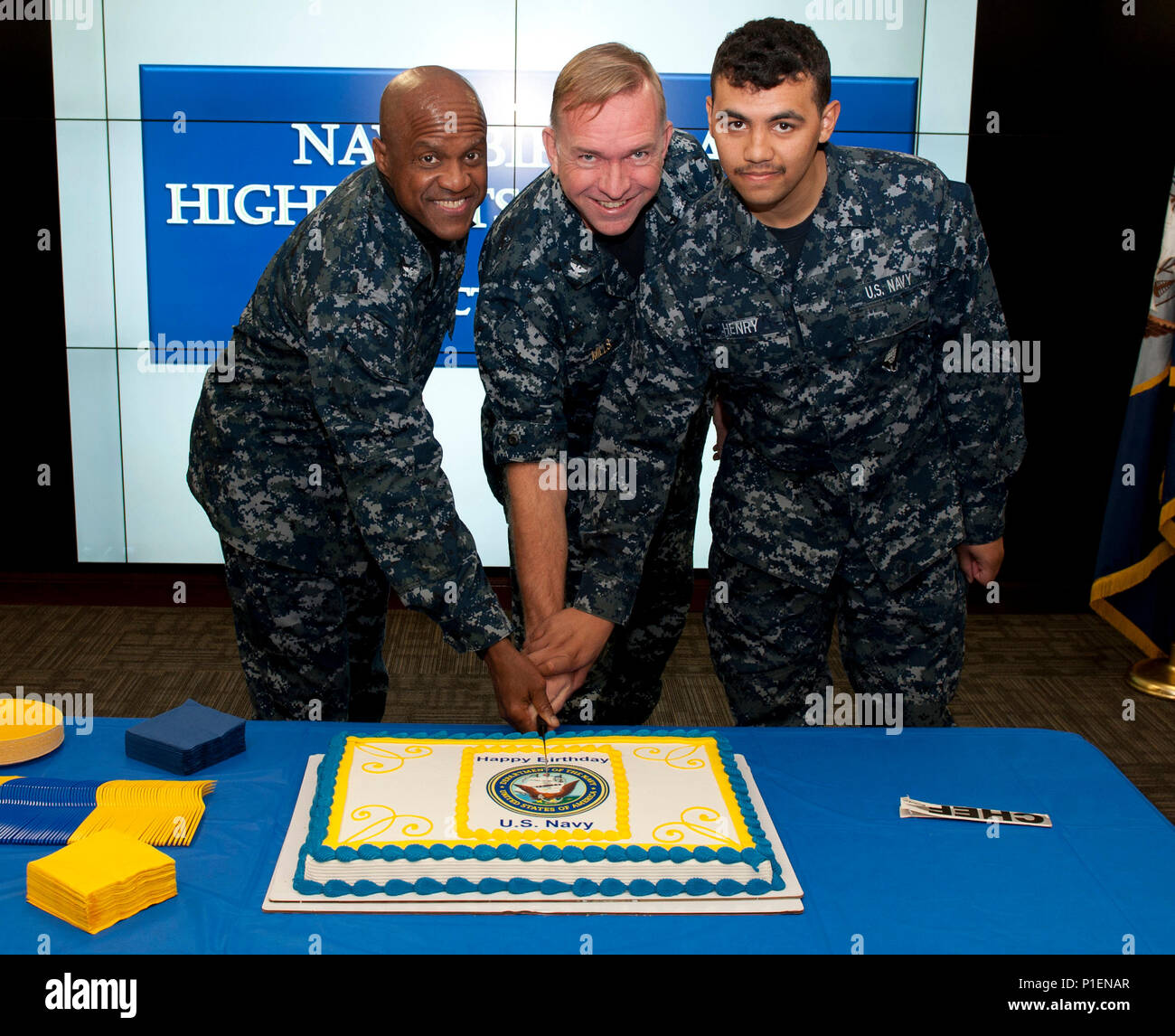 FORT GEORGE G. MEADE, Md. (October 13, 2016) Capt. James Mills, chief of staff, joins Capt. Clarence Franklin, the oldest Sailor present at the ceremony, and Seaman Derek Henry, the youngest Sailor present, in cutting a birthday cake during the Navy's 241st birthday celebration held Oct 13 at U.S. Fleet Cyber Command/U.S. 10th Fleet. U.S. Fleet Cyber Command serves as the Navy component command to U.S. Strategic Command/U.S. Cyber Command. U.S. 10th Fleet is the operational arm of Fleet Cyber Command.  (U.S. Navy photo by Steve Mavica/Released) - Stock Image