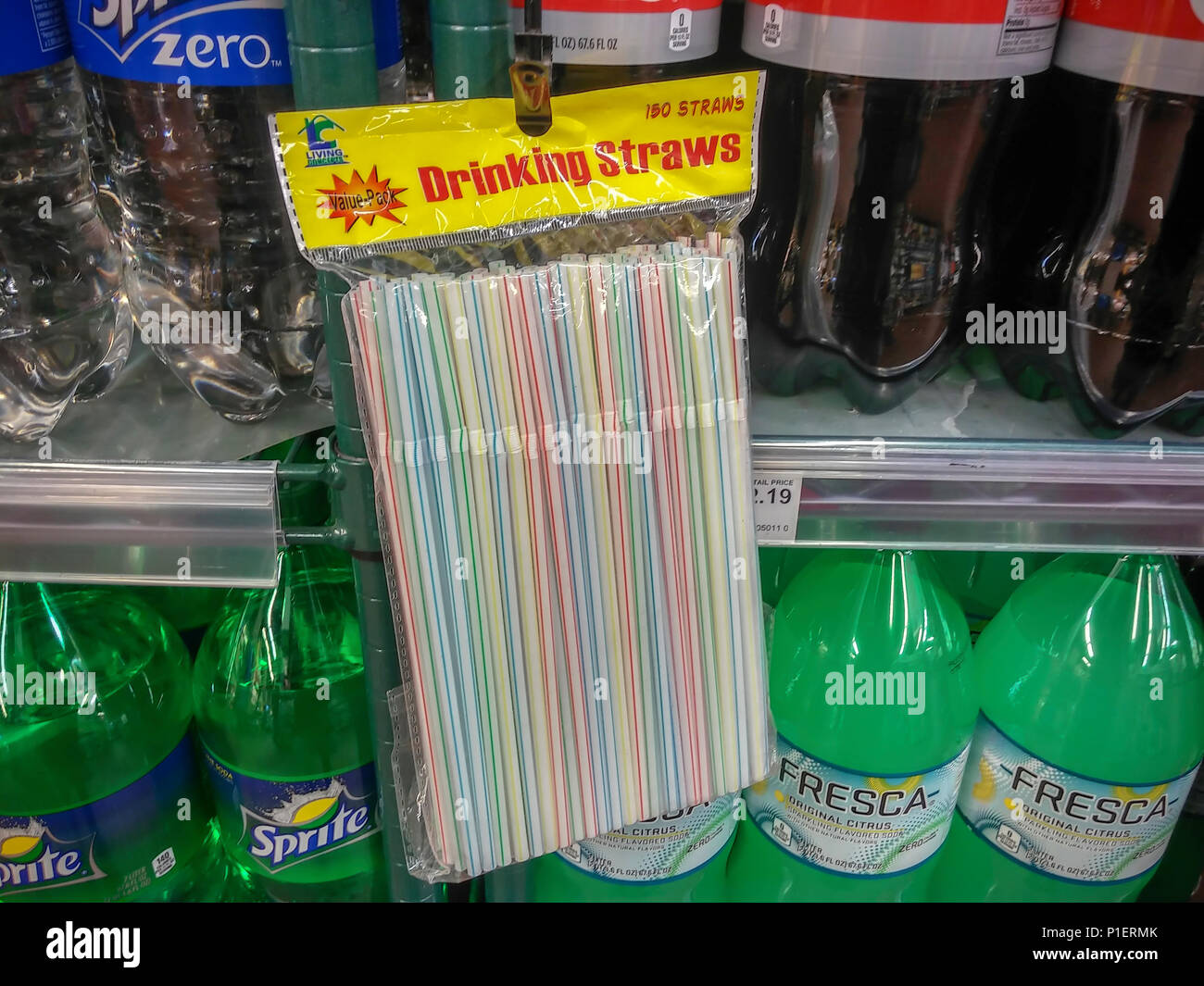 Plastic straws are seen in a supermarket in New York on Friday, May 25, 2018, Many cities and countries are pressuring businesses to replace plastic straws, as well as other single-use plastic products, as they end up entering the waste stream and eventually into the oceans. Plastic straws are in the top ten garbage items found on beaches. (© Richard B. Levine) - Stock Image