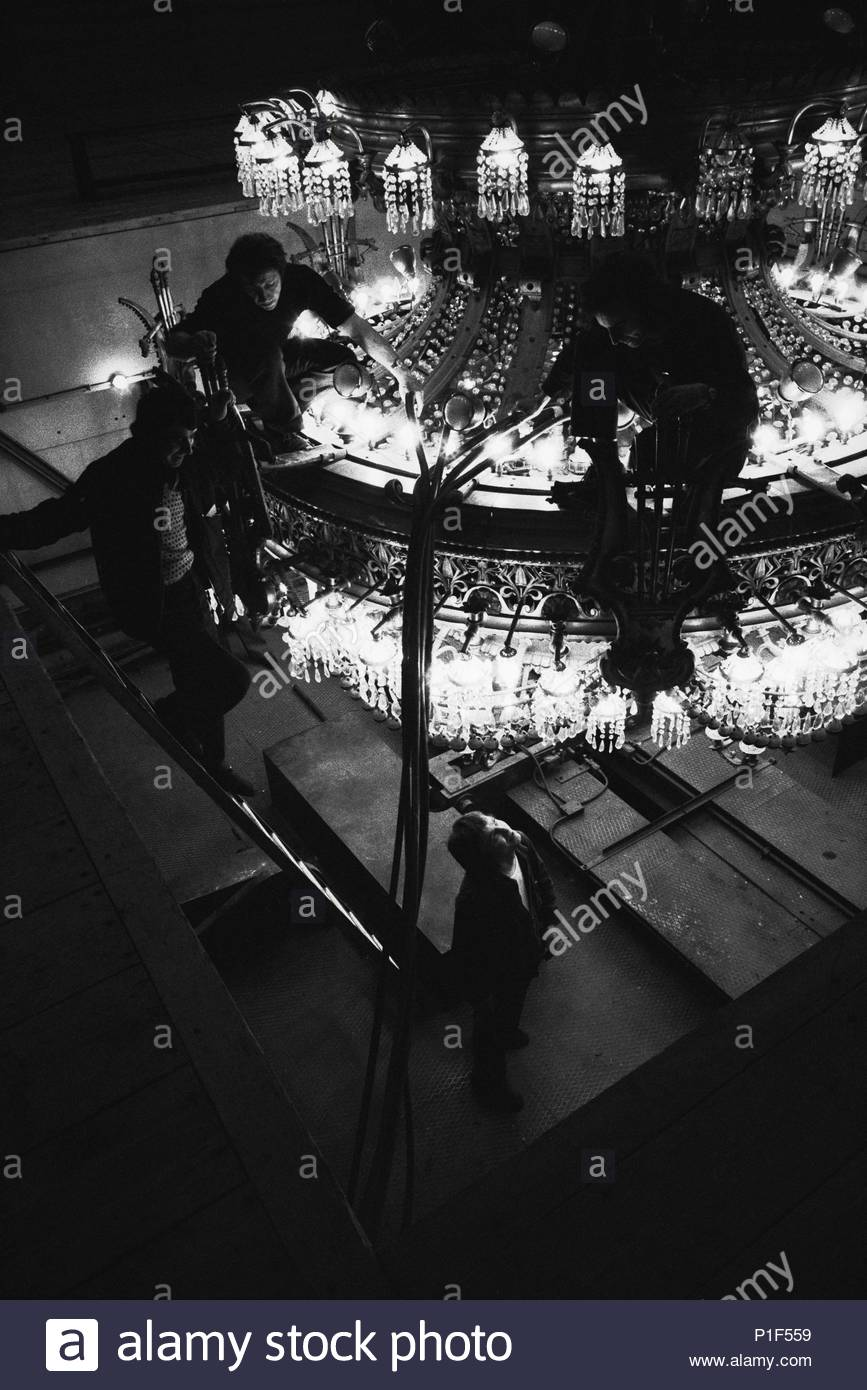 Changing the bulbs of the chandelier at the Paris operahouse Palais Garnier. Paris, 1973. Location: Opera House Palais Garnier, Paris, France. - Stock Image