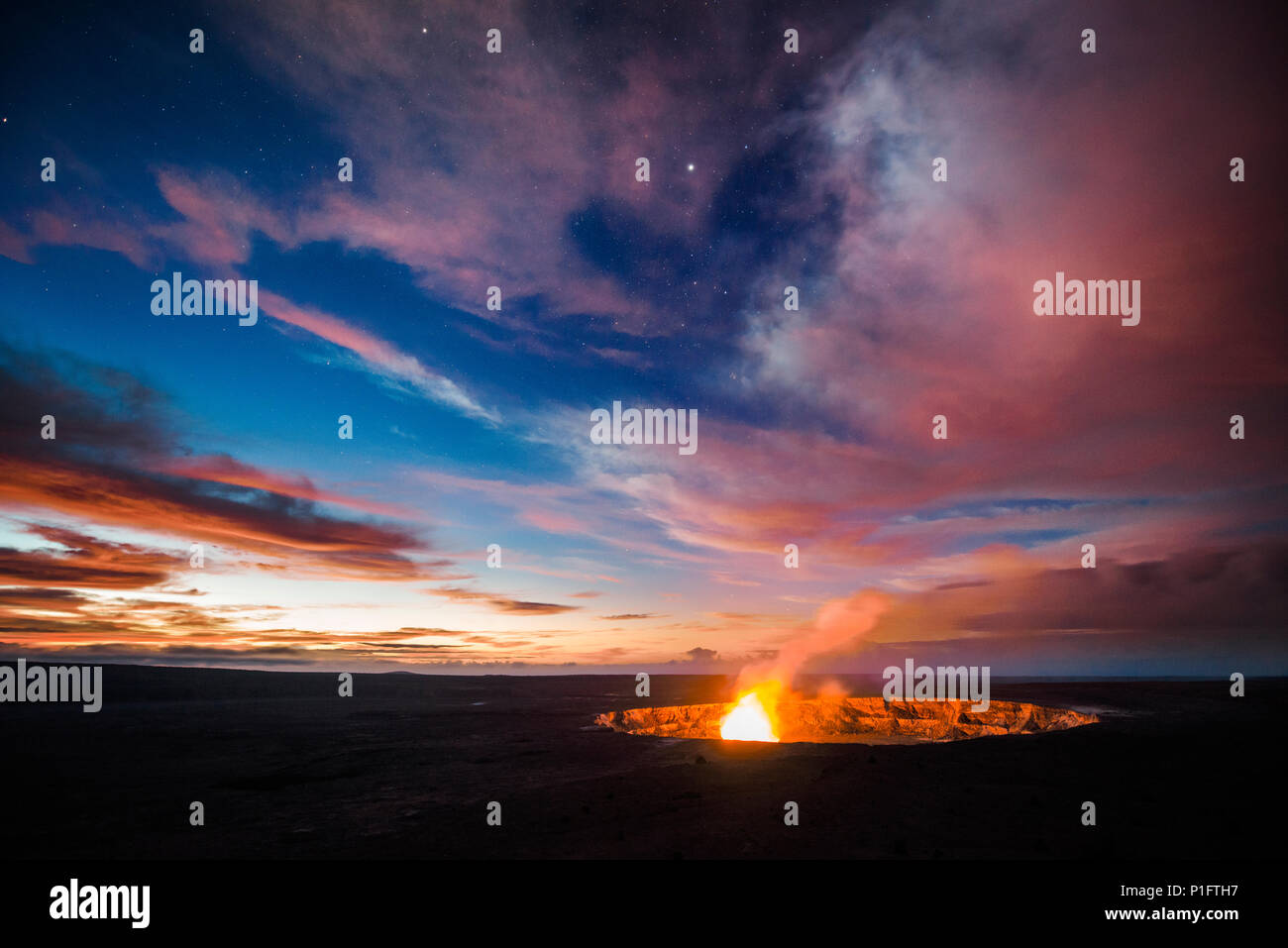 Sunrise over the lava lake in the Halemaumau Crater of the Kilauea Volcanoe on the big island of Hawaii. - Stock Image