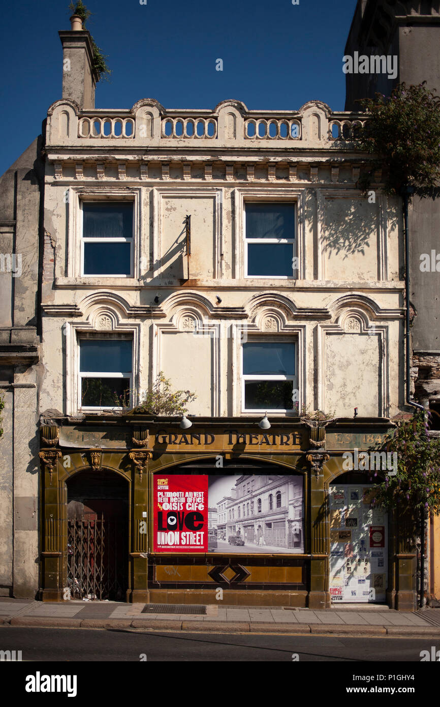 Dilapidated fronting of the former Grand Theatre Pub Plymouth - Stock Image