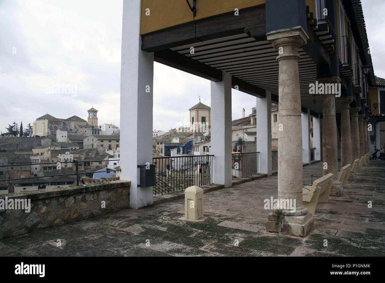 SPAIN - Cuenca de Mula (district) - MURCIA. Cehegín; Plaza del antiguo Castillo; casas de soportales con vista. - Stock Image