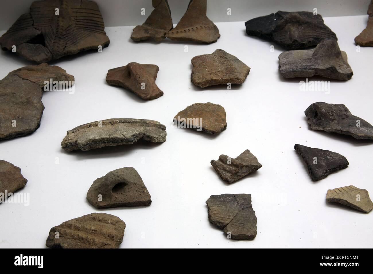 SPAIN - Cuenca de Mula (district) - MURCIA. Cehegín; Museo de Arqueología; piezas de cerámica procedentes de Yacimientos de Peñarubia (época neolítica). - Stock Image