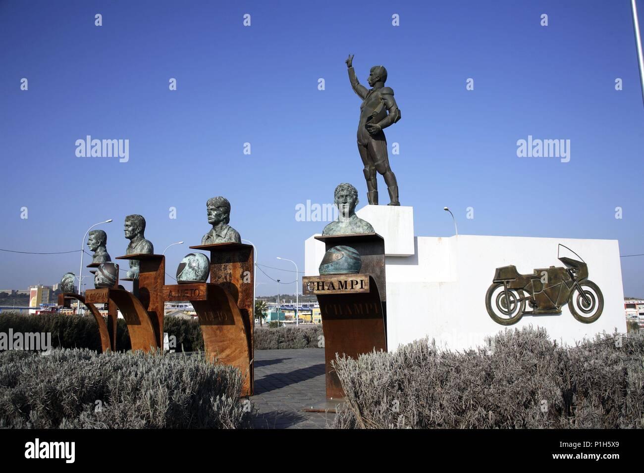 """SPAIN - Valencia autonomous region - La Hoya de Buñol (district) - Valencia. Cheste; Circuito de Velocidad """"Ricardo Tormo""""; monumento al motociclista. Stock Photo"""