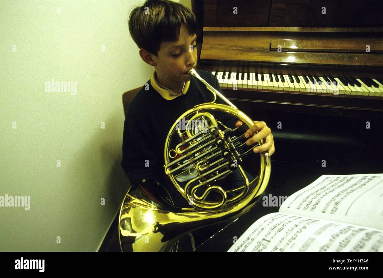 Bages: Montserrat, Escolanía; niño estudiando instrumento musical (trompa). Stock Photo