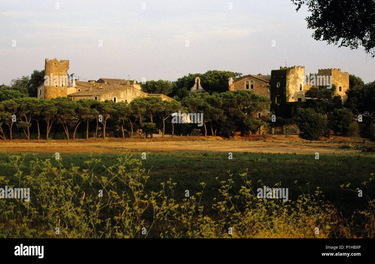 SPAIN - Catalonia - Baix Empordá (district) - GERONA. Palafrugell, Masía fortificada cerca del pueblo (B. Empordà). - Stock Image