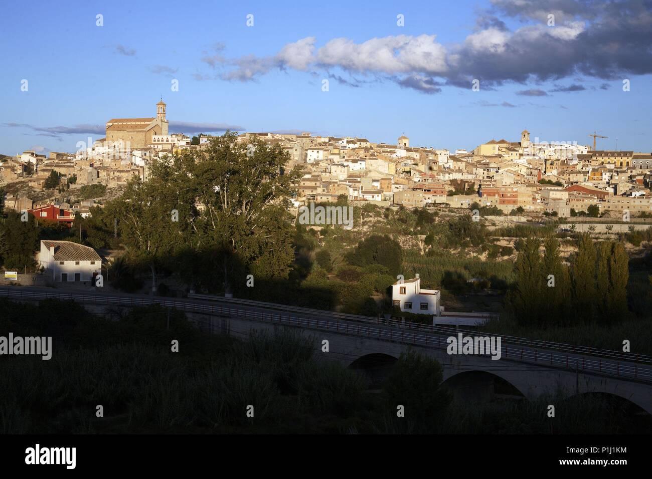 SPAIN - El Noroeste (district) - MURCIA. Cehegín; vista del pueblo con iglesia de La Magdalena a izq. - Stock Image