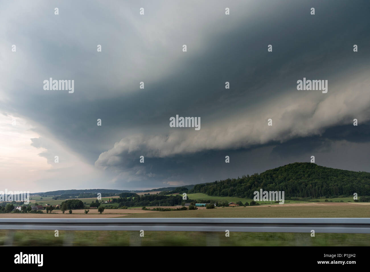 Shelf cloud of a new-developed squall line near Parsberg, Bavaria, Germany - Stock Image