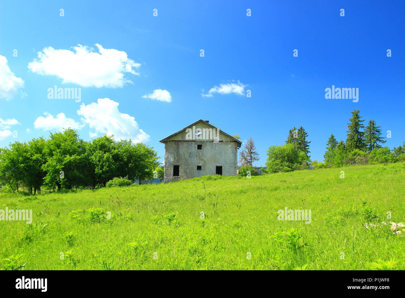 House destroyed in Balkan war on mountain in middle Bosnia - Stock Image