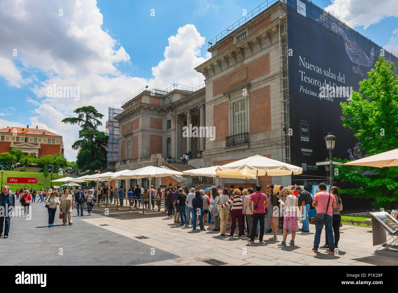 Prado Madrid queue, view of people queuing for tickets outside the Prado Museum building in central Madrid, Spain. - Stock Image