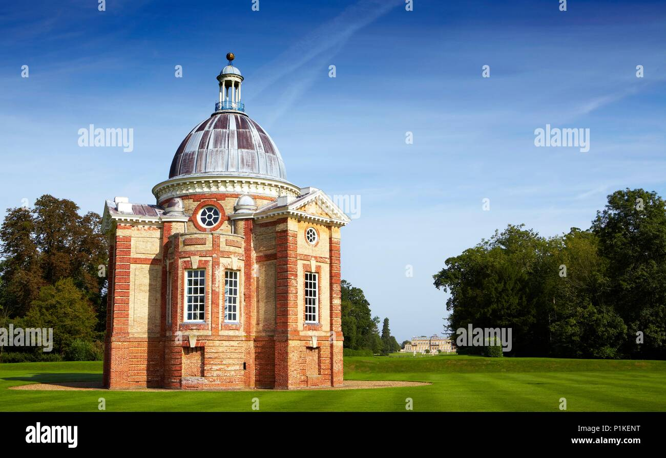 Wrest Park House and Gardens, Silsoe, Bedfordshire. View of the Baroque pavilion designed by Thomas Archer and built in 1709-1711, looking across the  - Stock Image