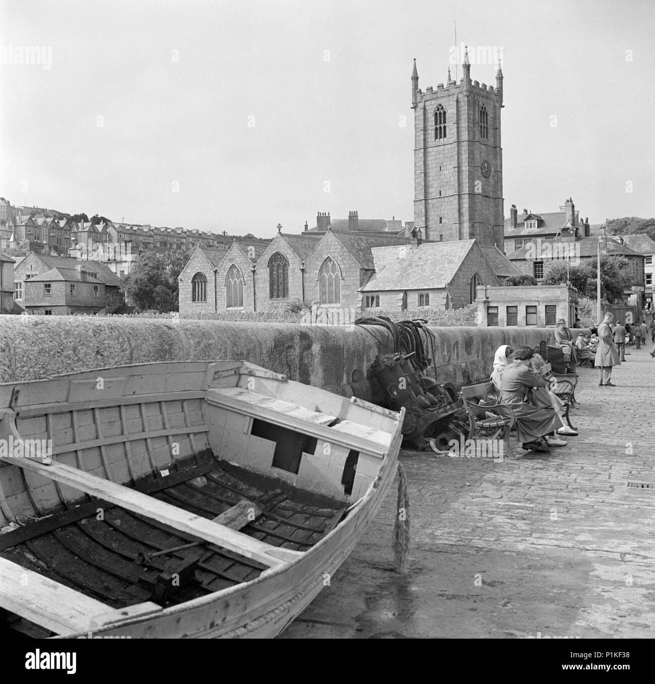 St Ia's Church, St Ives, Cornwall, c1945-c1980. The east end of the early 15th-century church of St Ia, St Ives, seen from the harbour. A boat is pull - Stock Image