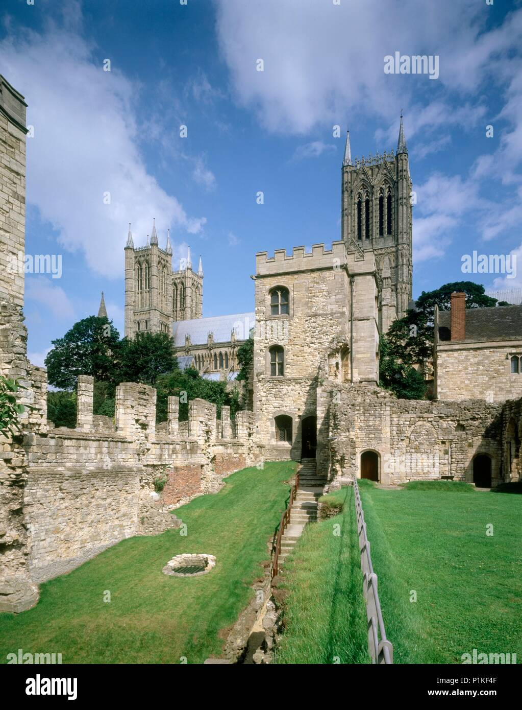 Bishop's Palace, Lincoln, Lincolnshire, c1980-c2017. View looking towards Alnwick Tower with the cathedral behind. Begun in the 1170s, Lincoln's medie - Stock Image