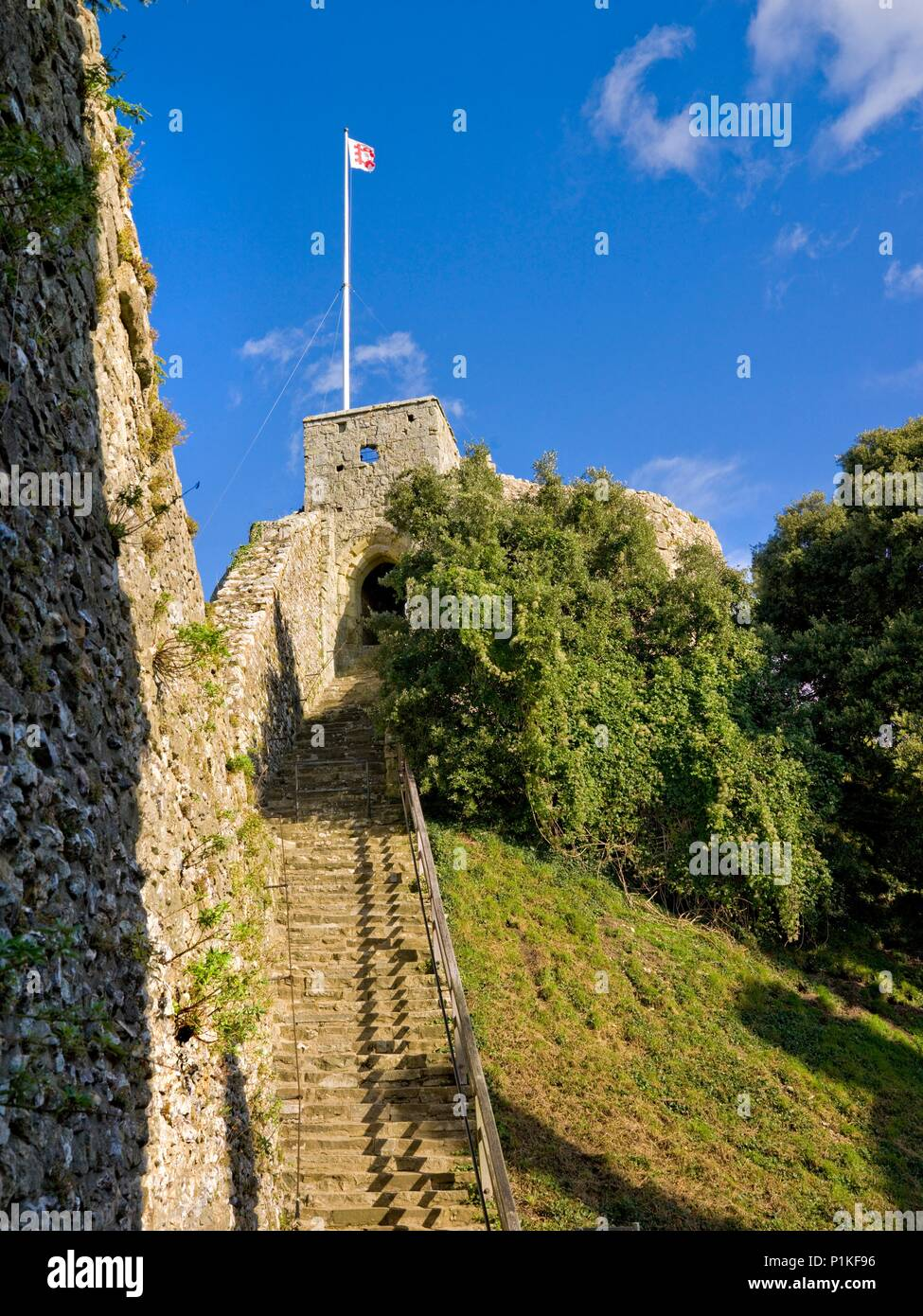 Carisbrooke Castle, Isle of Wight, c1980-c2017. View up the stairs to the keep with the flag of English Heritage flying. King Charles I was imprisoned - Stock Image