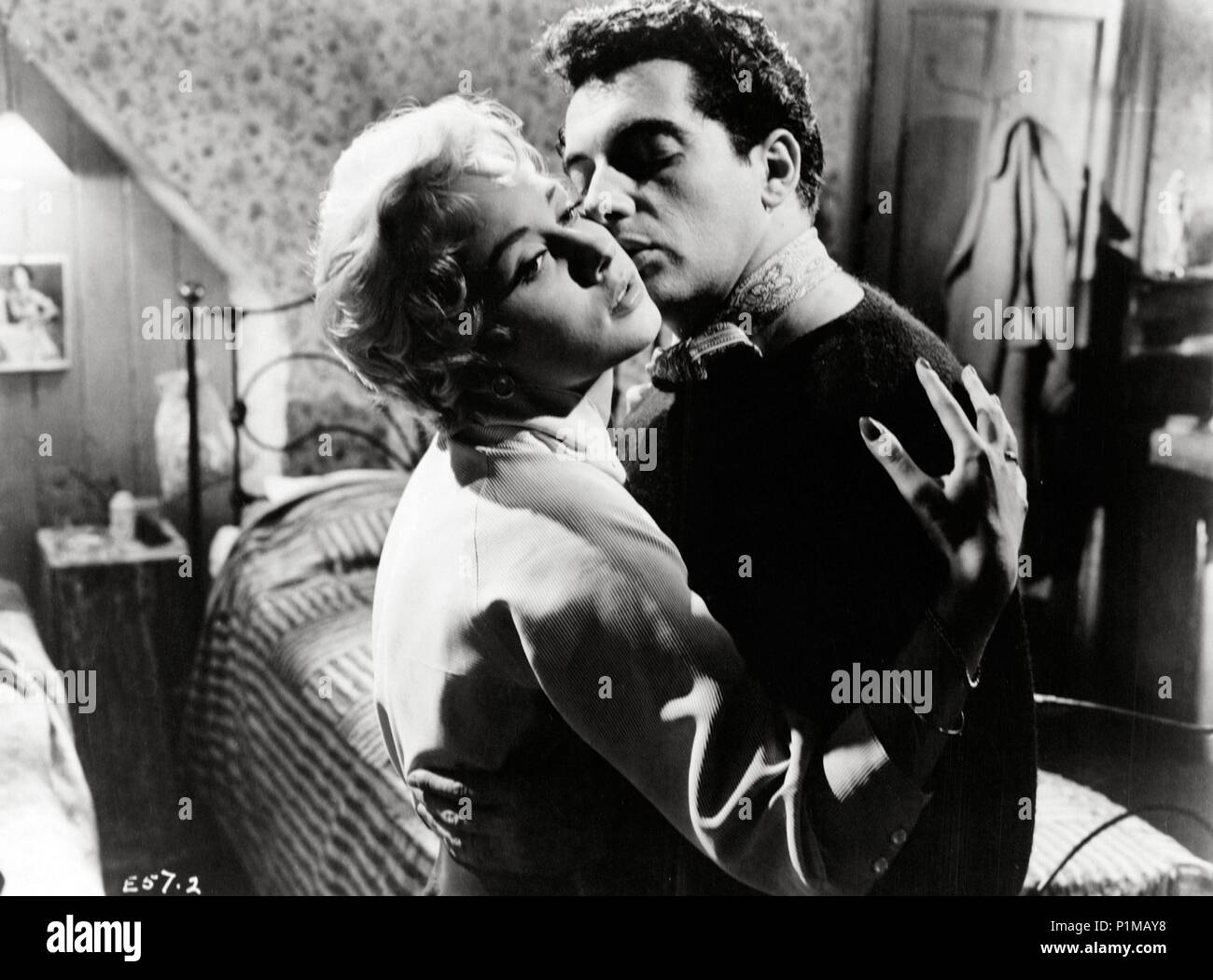 Original Film Title: THESE DANGEROUS YEARS.  English Title: DANGEROUS YOUTH.  Film Director: HERBERT WILCOX.  Year: 1957.  Stars: FRANKIE VAUGHAN; CAROLE LESLEY. Credit: AB-PATHE / Album - Stock Image