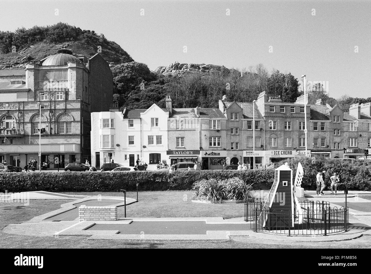 Buildings on Hastings seafront, East Sussex, UK with crazy golf course in foreground - Stock Image