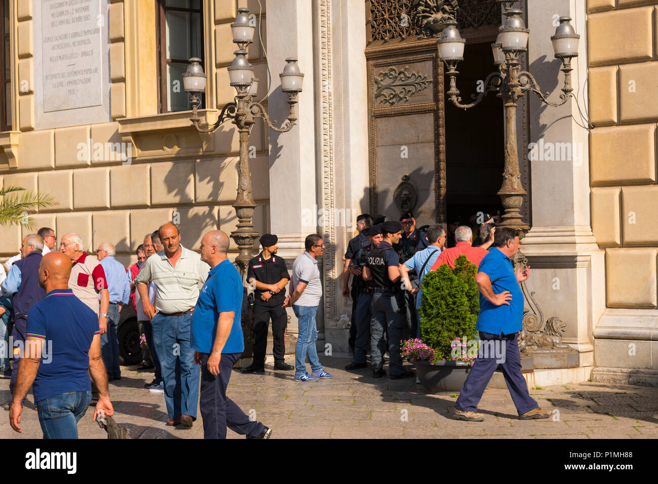 Italy Sicily Palermo Piazza Pretoria City Hall Town Hall community centre center people police demonstration street scene lights doors gates - Stock Image