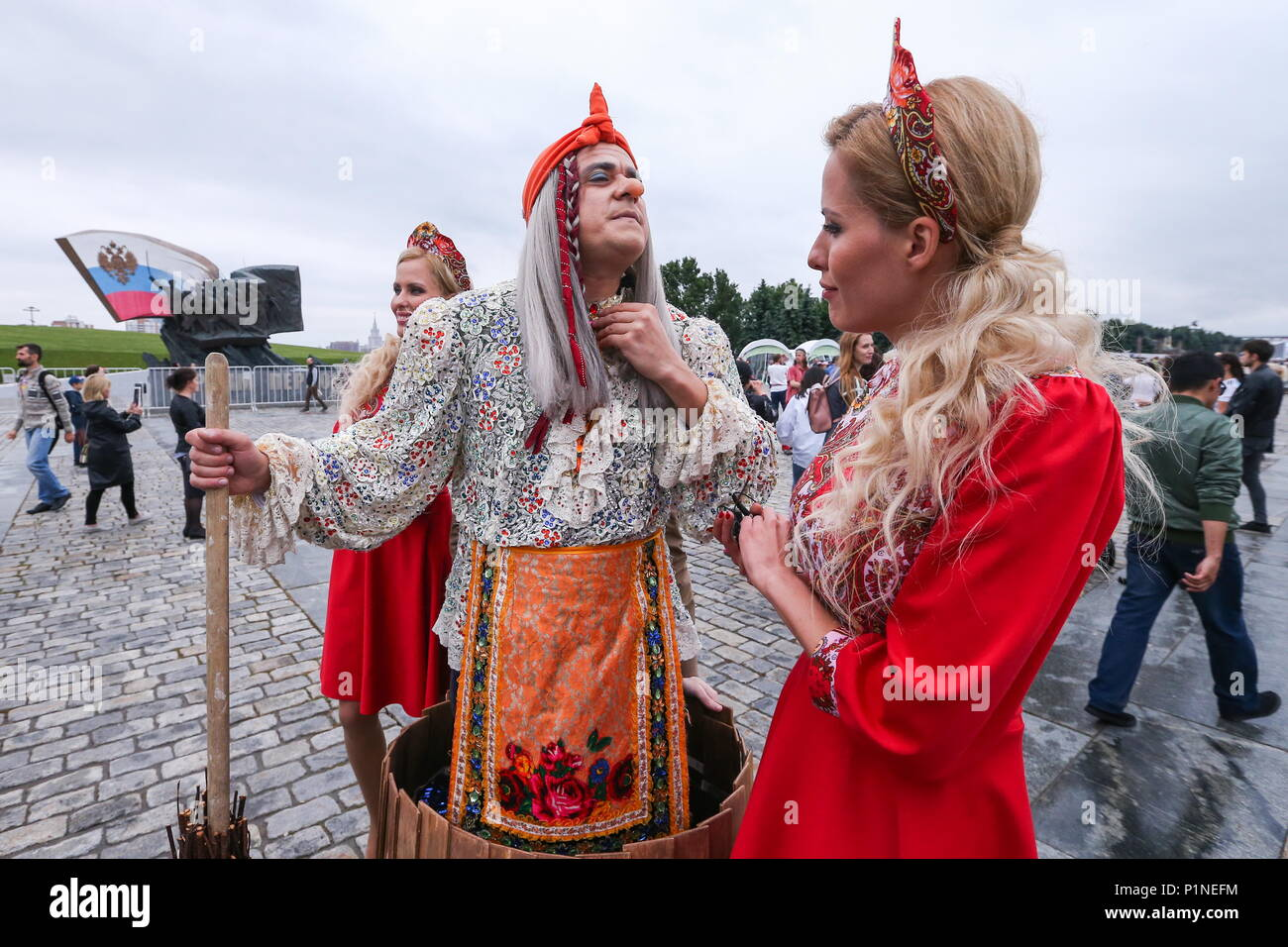 What do Russian people wear?