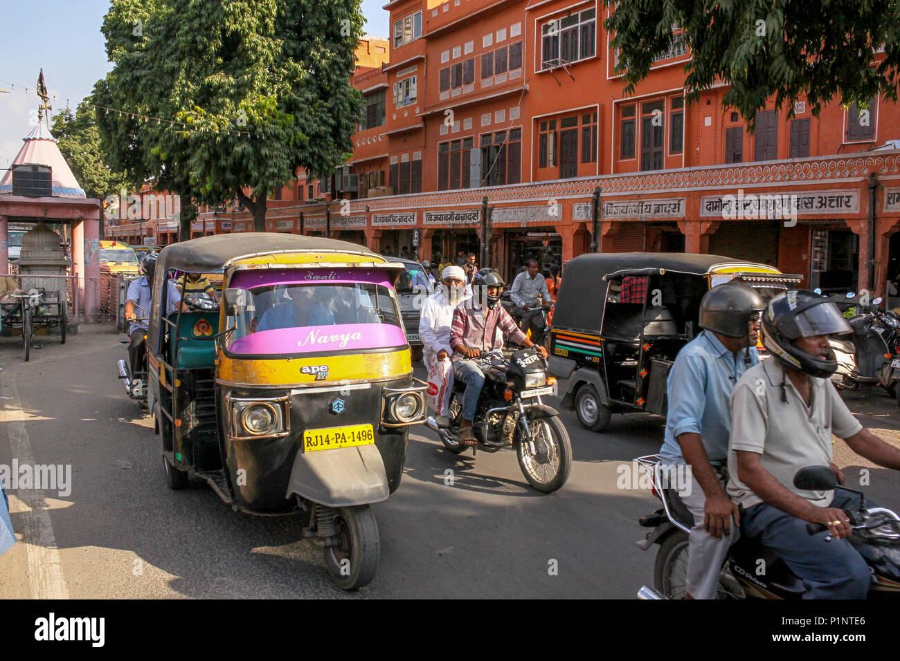 Traffic in Indian road, Jaipur, Rajasthan - Stock Image
