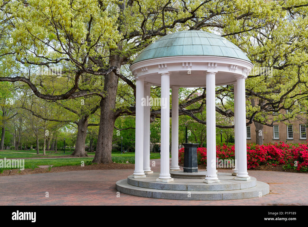 Flowers Bloom in Spring at the Old Well Rotunda at University of North Carolina in Chapel Hill - Stock Image