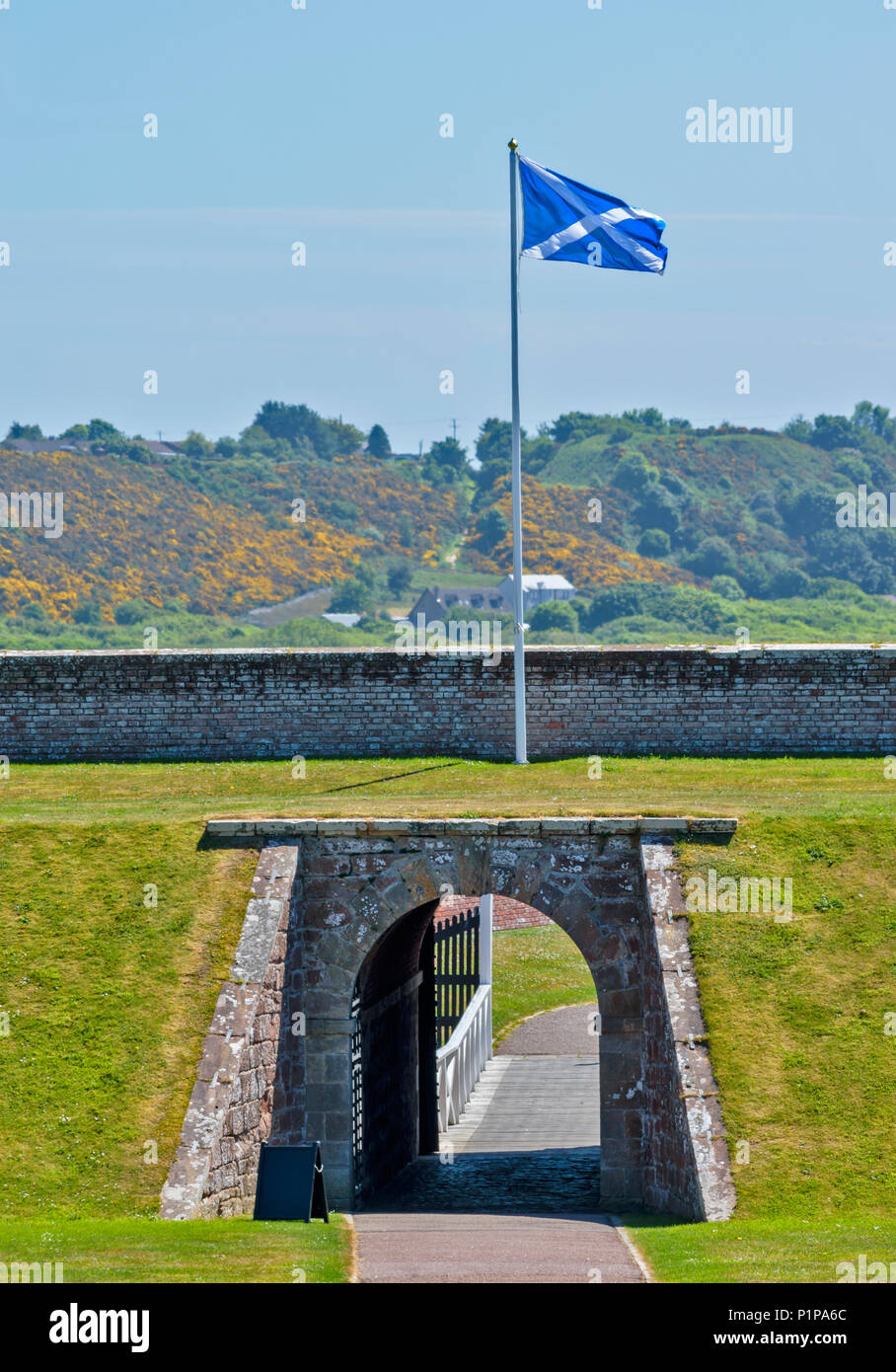 FORT GEORGE ARDERSIER INVERNESS SCOTLAND FORTIFICATIONS WITH ARCHWAY AND SALTIRE FLAG BLOWING IN THE WIND - Stock Image