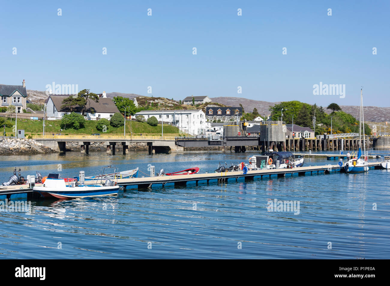 Tarbert (Tairbeart), Isle of Harris, Outer Hebrides, Na h-Eileanan Siar, Scotland, United Kingdom - Stock Image