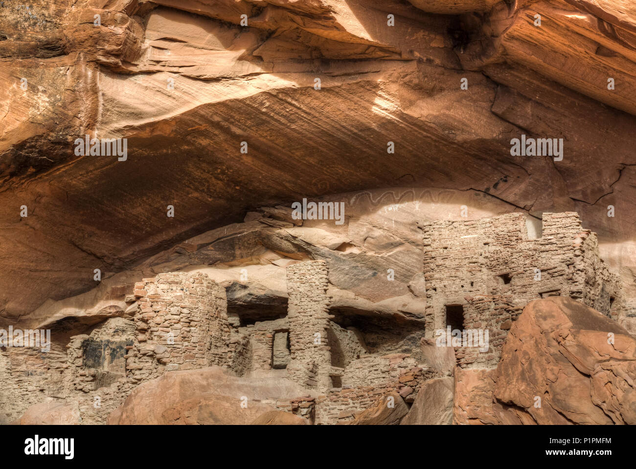 River House Ruin, Ancestral Puebloan Cliff Dwelling, 900-1300 AD, Shash Jaa National Monument; Utah, United States of America - Stock Image