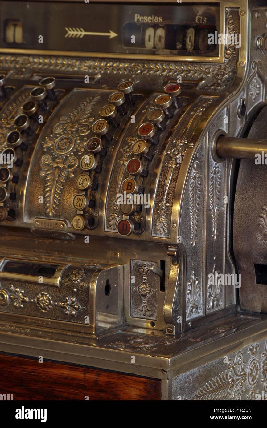 Caja de cuentas y dinero ( restaurante 'El Crisol' en O Grove). - Stock Image