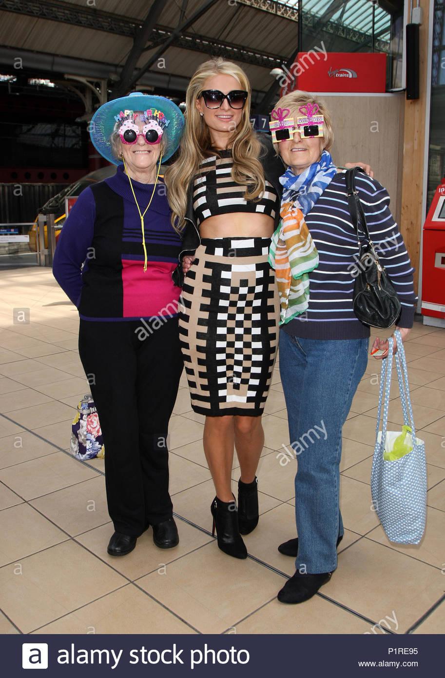 Paris Hilton Paris Hilton Meets Fans And A Group Of Fun Oaps At