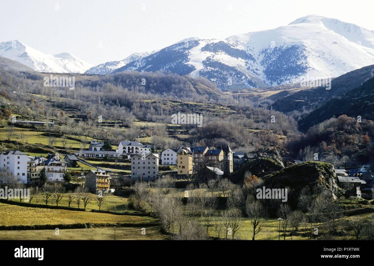 Alta Ribagorça: Valle (valley) del Boí, view of Boí town and landscape (Alta Ribagorça). - Stock Image