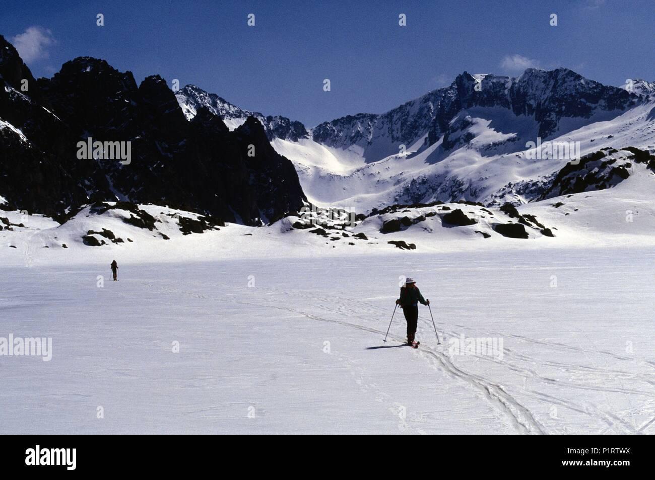 Alta Ribagorça: Estany de les Monges, skiing (Alta Ribagorça). - Stock Image