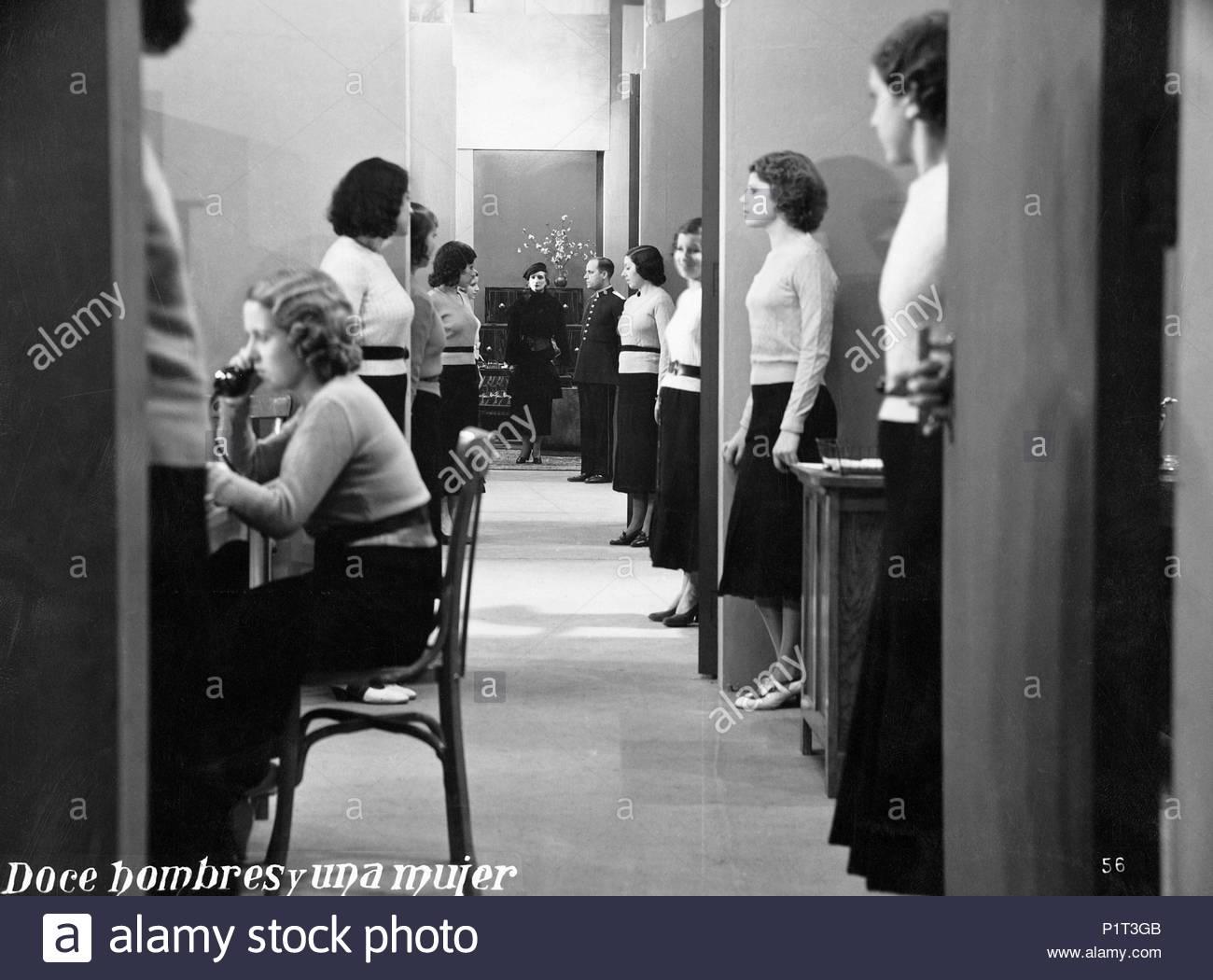 Original Film Title: DOCE HOMBRES Y UNA MUJER.  English Title: TWELVE MEN AND A WOMAN.  Film Director: FERNANDO DELGADO.  Year: 1934. Credit: STAR FILMS S.A. / Album - Stock Image