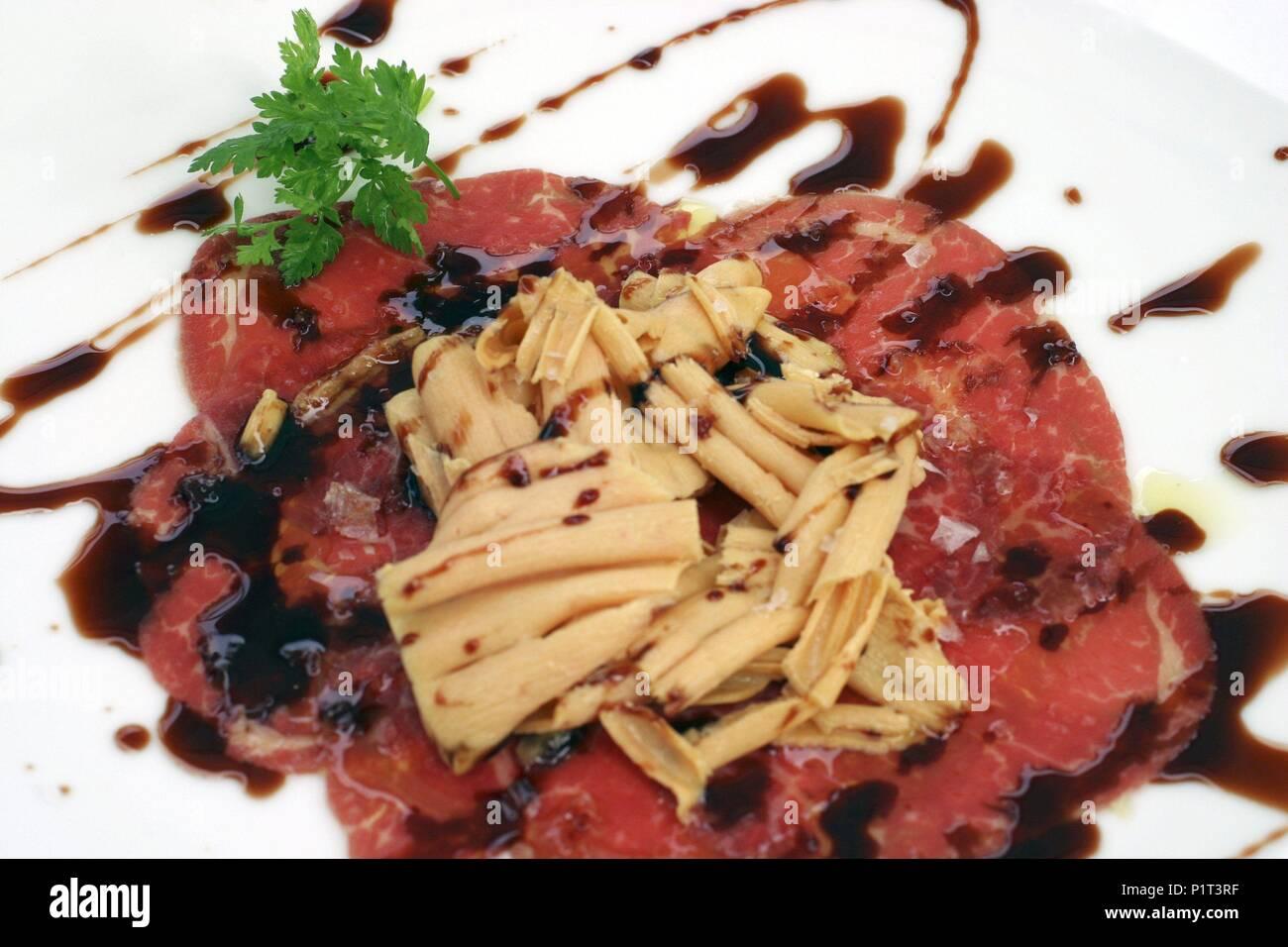 Superposición Eficiente milicia  Donostia / San Sebastian; carpaccio de solomillo y foie gras al caramelo de  oporto; bar / restaurante