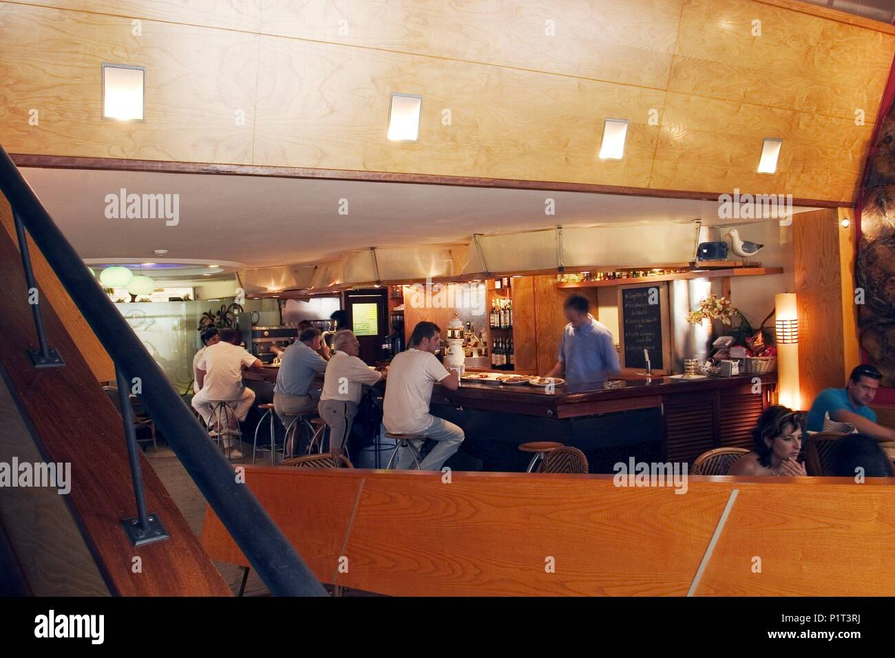 Frugal electo barrer  Perla Bar Restaurant High Resolution Stock Photography and Images - Alamy