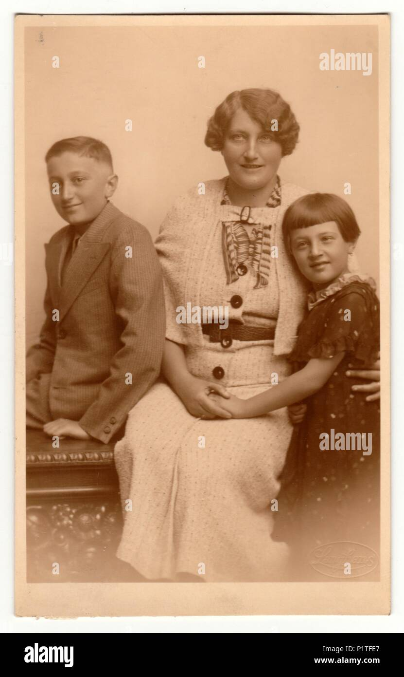 Retro moden mor og sønrør - Milf-2526