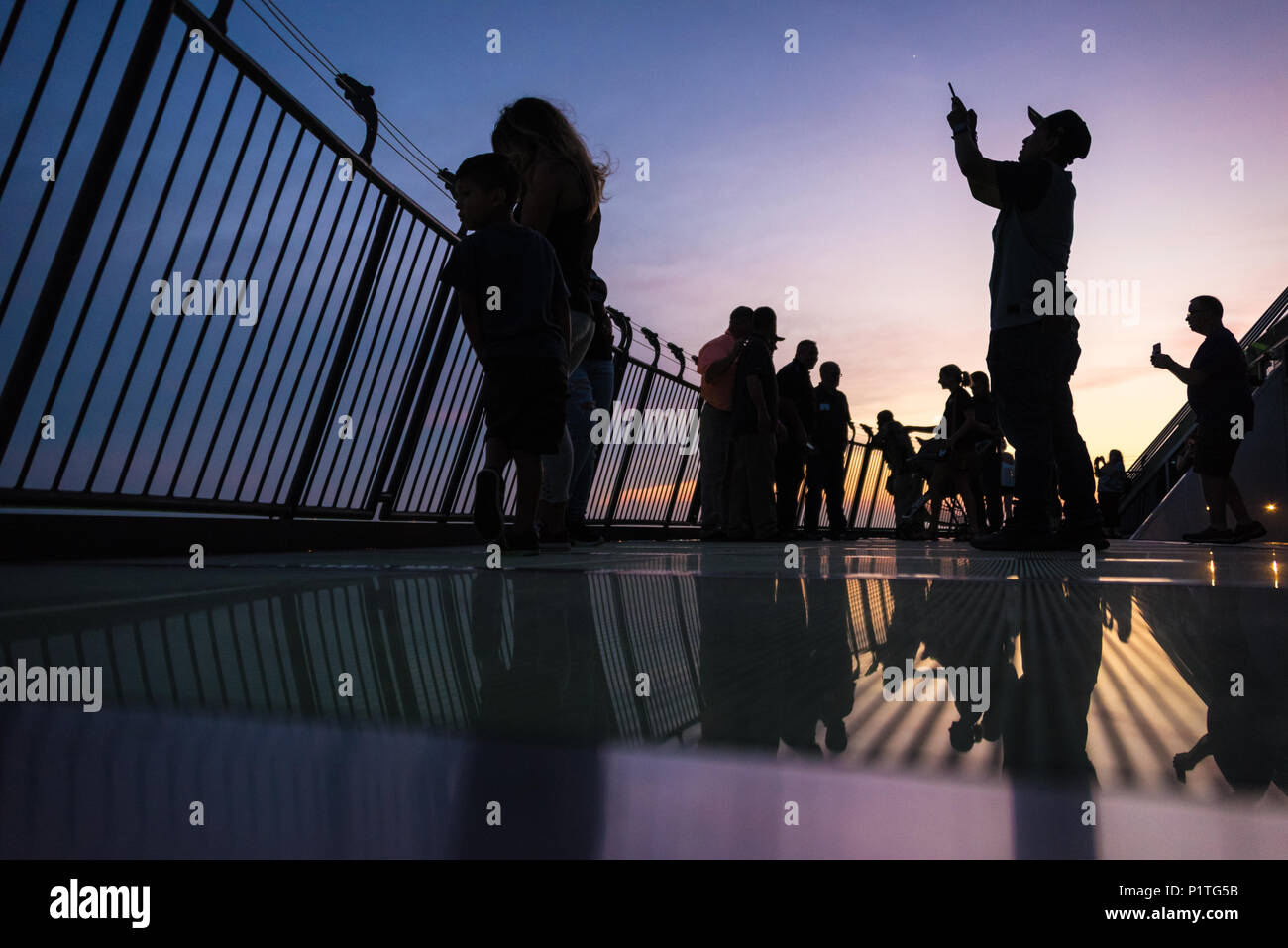 People taking photos at dusk overlooking Memphis, TN along the Mississippi River from the observation deck near the apex of the Memphis Pyramid. (USA) - Stock Image
