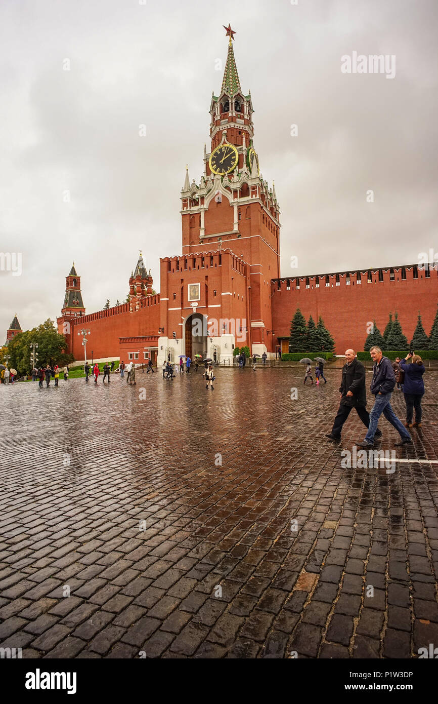 Moscow Russia Oct 4 2016 People Visit The Kremlin In Rainy Day