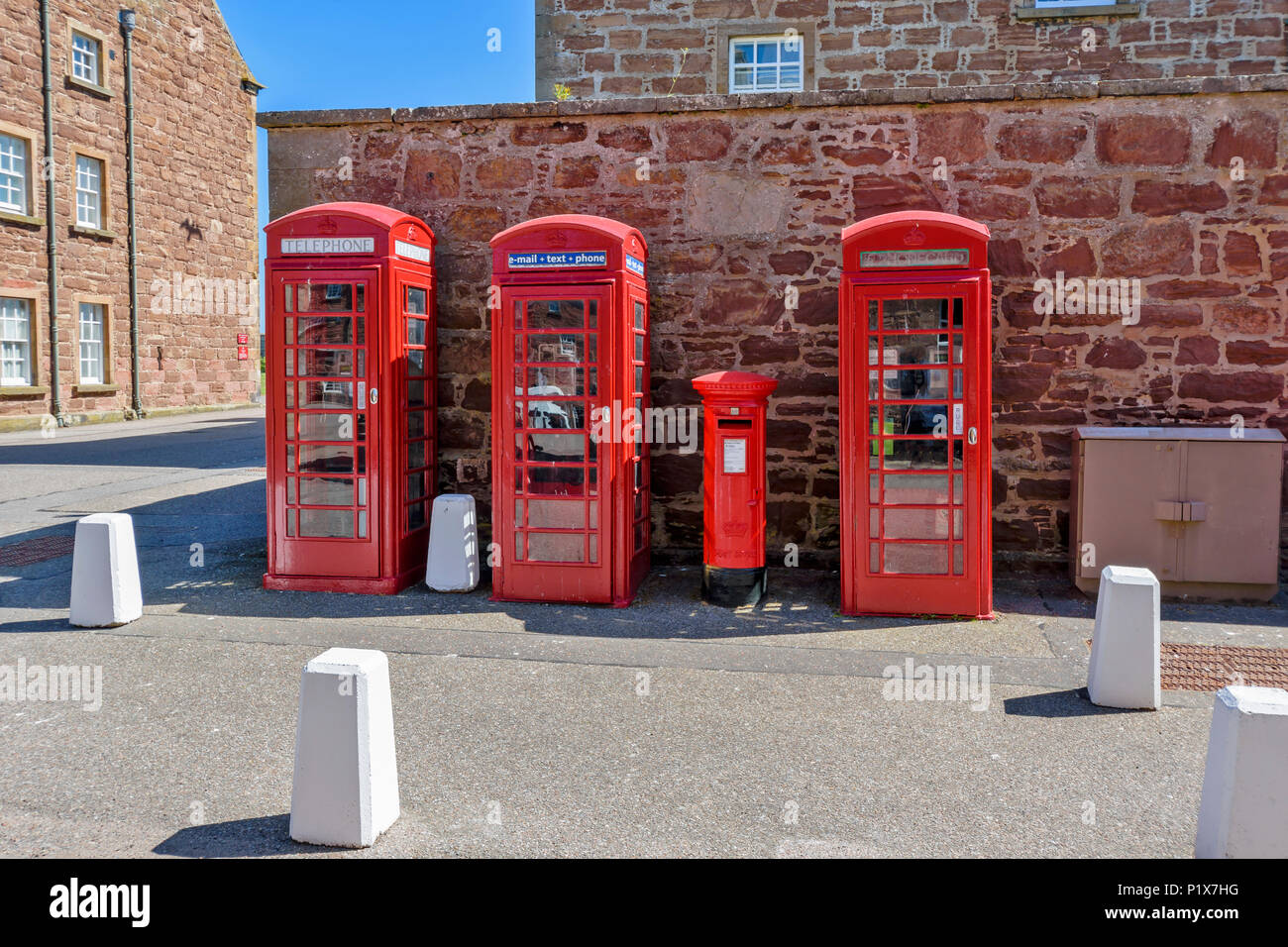 FORT GEORGE INVERNESS SCOTLAND THE MAIN BARRACK BUILDINGS AND THREE RED TELEPHONE BOXES - Stock Image